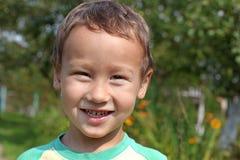 Portret śmieszny chłopiec 3-4 roczniak outdoors Obraz Stock