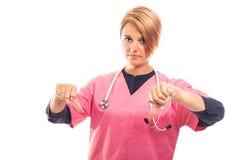Portret żeński weterynarza seansu kopii kciuka puszka gest Fotografia Stock