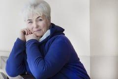 Portret της όμορφης ανώτερης γυναίκας Στοκ Εικόνες