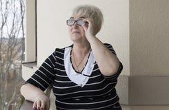 Portret красивой старшей женщины стоковые фото