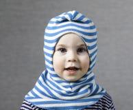 Portret滑稽的小小孩金发碧眼的女人男孩 库存照片