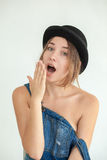 Portret ładna młoda śmieszna kobieta Zdjęcia Royalty Free