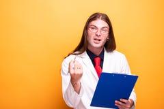 Portret adul samiec doktorski wyjaśniać w śmiesznym sposobie obrazy royalty free
