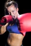 Portret agresywny żeński bokser z walczącą postawą Obrazy Royalty Free