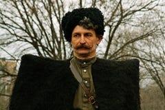 Portret aktor ubierał jako cossack druga wojna światowa w dziejowej odbudowie w Volgograd Fotografia Stock