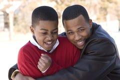 Portret amerykan afrykańskiego pochodzenia braci nastoletni ono uśmiecha się Fotografia Royalty Free