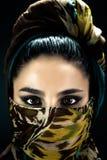 Portret Arabska dziewczyna w chustka na głowę Fotografia Royalty Free