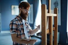 Portret artysty obrazu obrazki w studiu zdjęcie royalty free