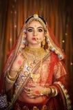 Portret atrakcyjna indyjska Hinduska panna m?oda fotografia stock