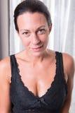 Portret atrakcyjna kobieta z czarni włosy fotografia stock