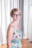 Portret atrakcyjna młoda kobieta w lato sukni zdjęcie royalty free