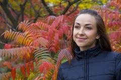 Portret atrakcyjna młoda brunetka Fotografia Stock