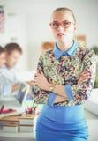 Portret atrakcyjny żeński projektant w biurze projektant kobieta Zdjęcie Royalty Free
