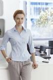 Portret atrakcyjny bizneswoman w biurze obraz royalty free