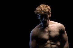 Portret atrakcyjny mężczyzna z nagą półpostacią obraz royalty free