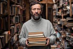 Portret autentyczny stary człowiek z brodą i dobrymi oczami zdjęcie stock