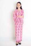 Portret Azjatycka dziewczyna w różowej batik sukni Obraz Royalty Free