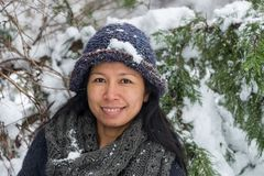 Portret Azjatycka kobieta z kapeluszem zdjęcia stock