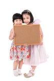 Portret Azjatycka mała dziewczynka chwyta drewna deska na białym backgroun obrazy royalty free