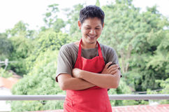 Portret Azjatycki mężczyzna odzieży czerwieni fartuch zdjęcia royalty free