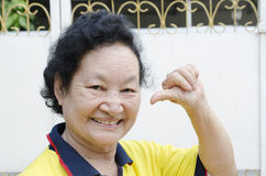 Portret azjatykci starszy kobiety ono uśmiecha się Zdjęcia Royalty Free