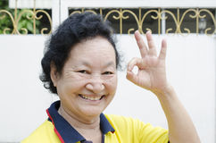 Portret azjatykci starszy kobiety ono uśmiecha się Zdjęcia Stock