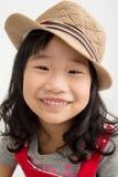 Portret azjatykcia śliczna dziewczyna z bawełnianym kapeluszem, Zdjęcie Stock