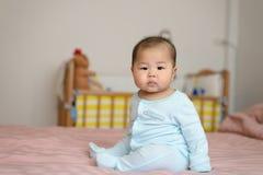 Portret azjatykcia chłopiec mali 7 miesięcy starych zdjęcia royalty free