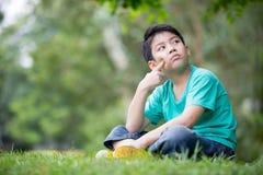 Portret azjatykcia chłopiec w parku troszkę Zdjęcie Stock