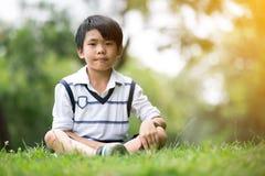 Portret azjatykcia chłopiec w parku troszkę zdjęcie royalty free