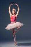 Portret balerina w baletniczej pozie Zdjęcia Royalty Free