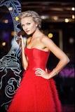 Portret bardzo piękna seksowna elegancka blondynki dziewczyna w szyku Zdjęcia Royalty Free