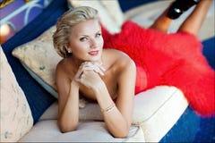 Portret bardzo piękna seksowna elegancka blondynki dziewczyna w szyku Obraz Royalty Free