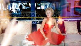 Portret bardzo piękna seksowna elegancka blondynki dziewczyna w szyku Obraz Stock