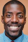 Portret bardzo szczęśliwy afro Amerykański mężczyzna Fotografia Stock