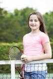 Portret Bawić się tenisa młoda dziewczyna Fotografia Stock