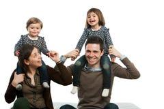 Szczęśliwy rodzinny bawić się wokoło. fotografia stock