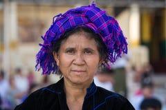 Portret Birmańska kobieta w krajowym kostiumu myanmar Yangon Zdjęcie Royalty Free
