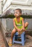 Portret Birmański dzieciak z tradycyjnym Tanaka na twarzy Obrazy Stock