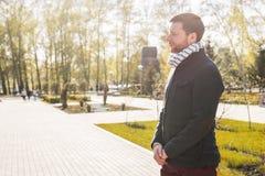 Portret biznesmena czekanie dla somebody outdoors Fotografia Royalty Free