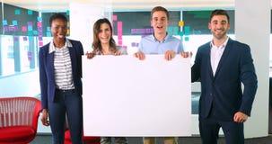 Portret biznesowi koledzy trzyma pustego sztandar 4k zbiory wideo