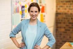 Portret bizneswoman pozycja z rękami na biodrach Zdjęcia Stock