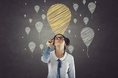 Portret bizneswoman z balonowymi ikonami obrazy royalty free