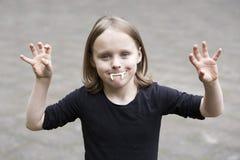 Portret blond chłopiec z wampirów zębami zdjęcia stock