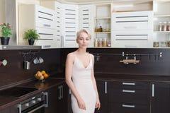 Portret blondynka z krótkim włosy Zdjęcia Stock