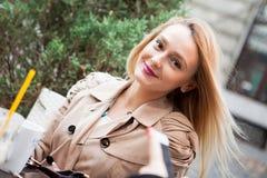 Portret blondynki piękna młoda kobieta Fotografia Stock