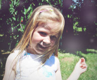 Portret blondynki uśmiechnięta dziewczyna troszkę; miękki retro styl Zdjęcie Royalty Free