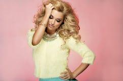 Portret blondynki zmysłowa kobieta Zdjęcie Royalty Free