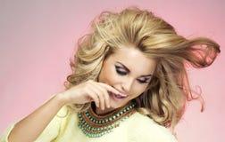 Portret blondynki zmysłowa kobieta Fotografia Stock