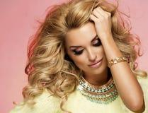 Portret blondynki zmysłowa kobieta Zdjęcia Royalty Free